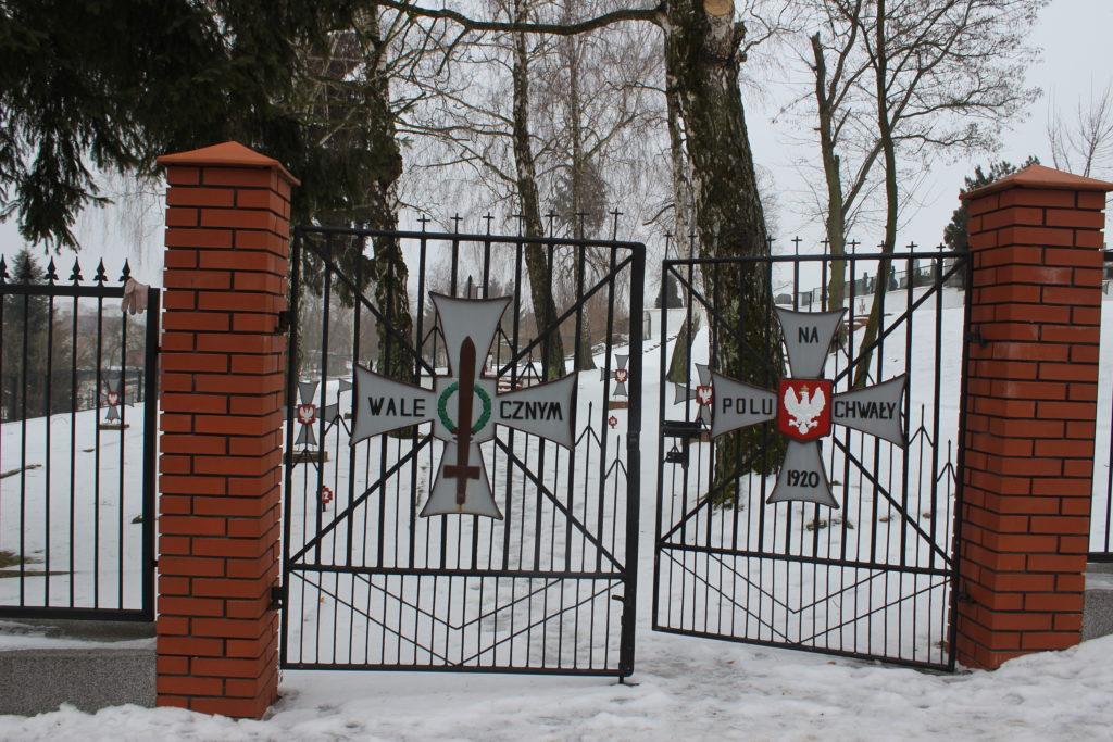 zwiedzanie opatowa - brama cmentarna